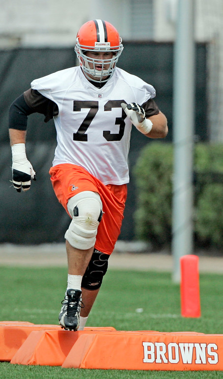 . Cleveland Browns\' Joe Thomas runs drills during football minicamp, Friday, June 12, 2009, in Berea, Ohio. (AP Photo/Tony Dejak)