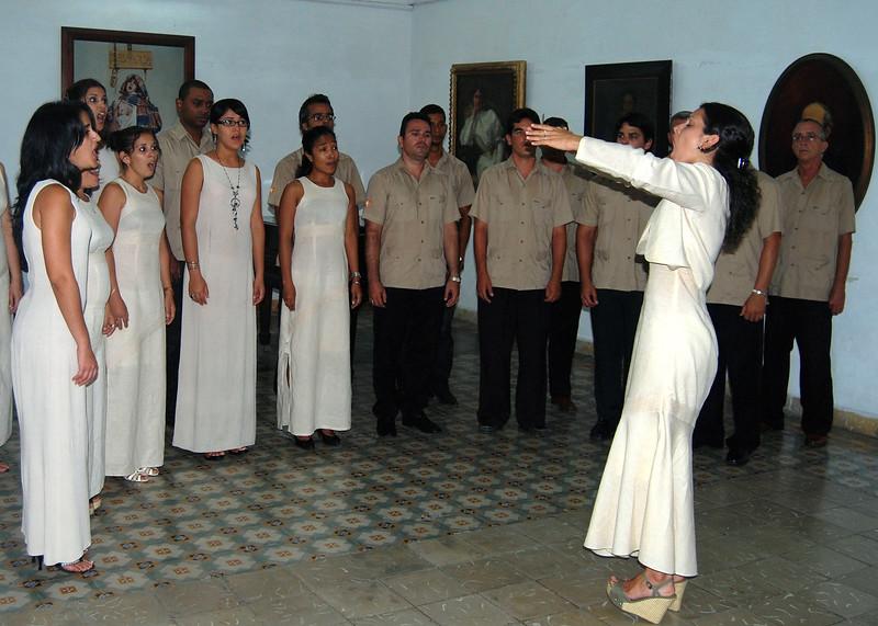 Cienfuegos Choir - Lou Tucciarone