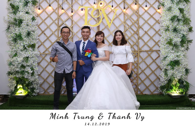 Trung-Vy-wedding-instant-print-photo-booth-Chup-anh-in-hinh-lay-lien-Tiec-cuoi-WefieBox-Photobooth-Vietnam-009.jpg