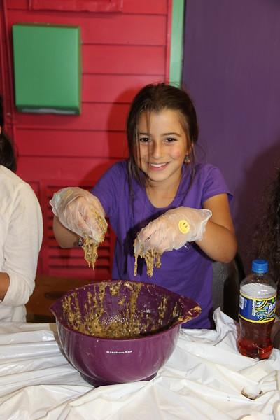 kars4kids_thezone_camp_girlsDivsion_activities_baking (10).JPG