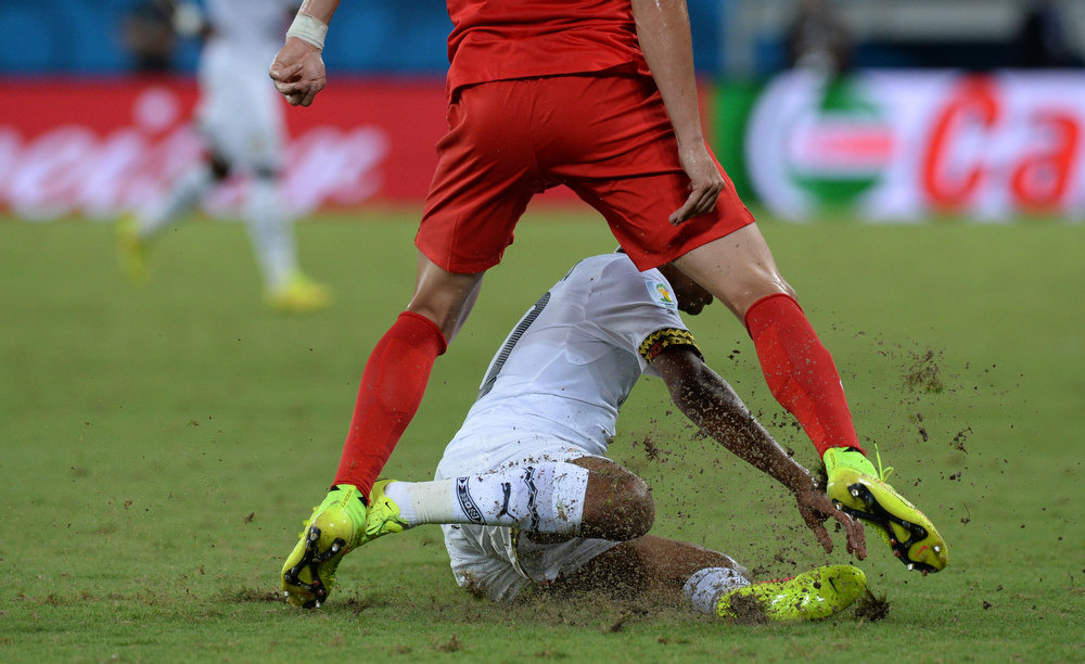 Description of . US defender Geoff Cameron (up) vies with Ghana's midfielder Andre Ayew (donw) during a Group G football match between Ghana and US at the Dunas Arena in Natal during the 2014 FIFA World Cup on June 16, 2014.  AFP PHOTO / CARL DE SOUZACARL DE SOUZA/AFP/Getty Images