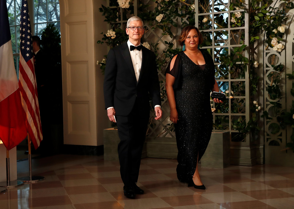 . Apple CEO Tim Cook and former EPA administrator Lisa Jackson arrive for a State Dinner with French President Emmanuel Macron and President Donald Trump at the White House, Tuesday, April 24, 2018, in Washington. (AP Photo/Alex Brandon)