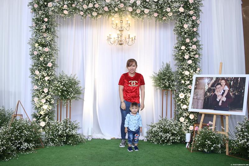 Vy-Cuong-wedding-instant-print-photo-booth-in-Bien-Hoa-Chup-hinh-lay-lien-Tiec-cuoi-tai-Bien-Hoa-WefieBox-Photobooth-Vietnam-085.jpg