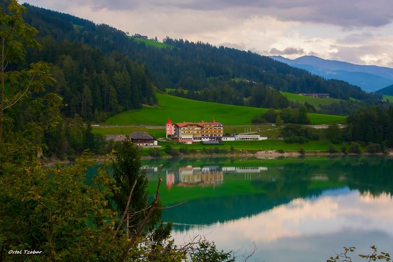 אגם יפהפה על הדרך2.jpg