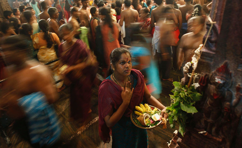 . A Hindu devotee prays during the annual Maha Shivaratri festival at Shivam Kovil in Colombo March 10, 2013. Sri Lanka\'s Hindu devotees celebrate the annual Maha Shivaratri festival by fasting for an entire day and holding a night long vigil at Hindu temples island wide. REUTERS/Dinuka Liyanawatte