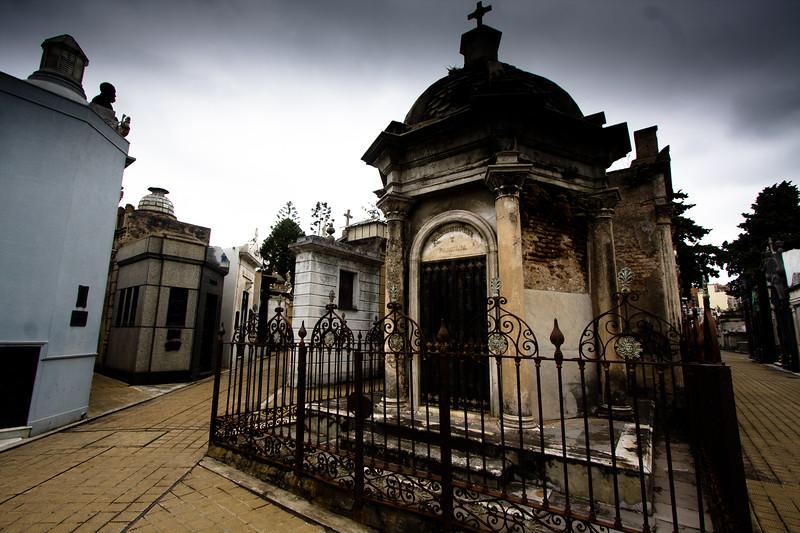 recoleta-crypt-with-gate_5735773014_o.jpg