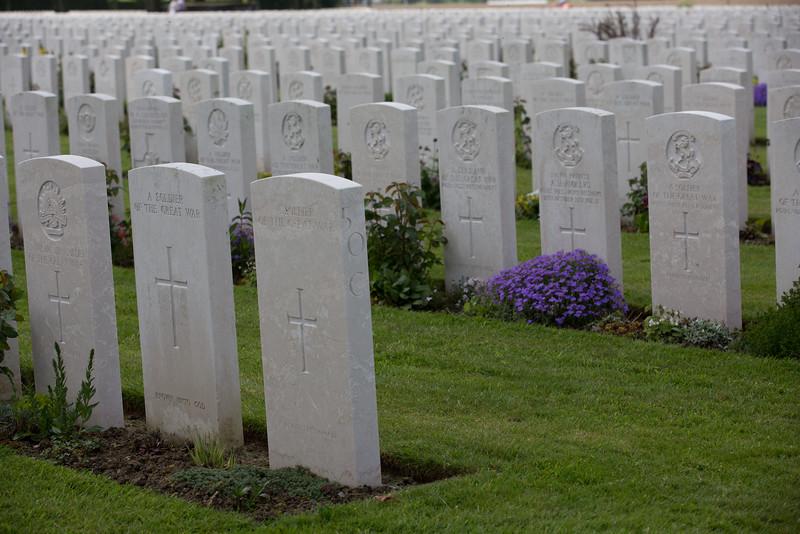 Ypres Tyne Cot Cemetery (6 of 123).jpg
