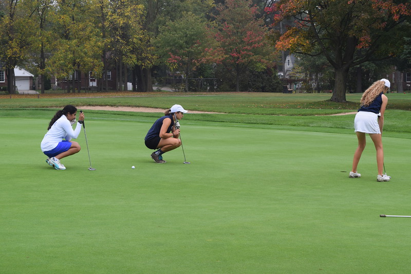 The Bloomfield Hills girls won the Oakland County Golf Championship on Wednesday at Pontiac Country Club. Lake Orion came in second. (Photo by Paula Pasche)
