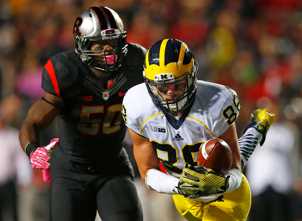 . Michigan tight end Jake Butt (88) makes a catch inside the 5-yard line as Rutgers linebacker Quentin Gause defends during the first half of an NCAA college football game Saturday, Oct. 4, 2014, in Piscataway, N.J. (AP Photo/Rich Schultz)