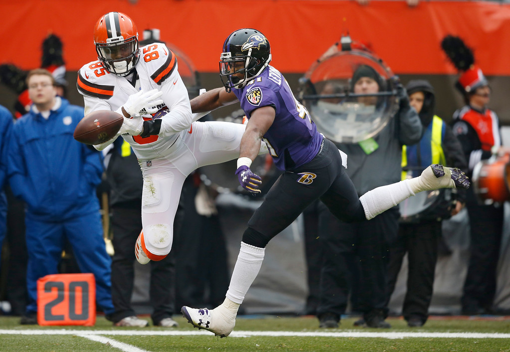 . Baltimore Ravens cornerback Anthony Levine (41) breaks up a pass intended for Cleveland Browns tight end David Njoku (85) during the first half of an NFL football game, Sunday, Dec. 17, 2017, in Cleveland. (AP Photo/Ron Schwane)