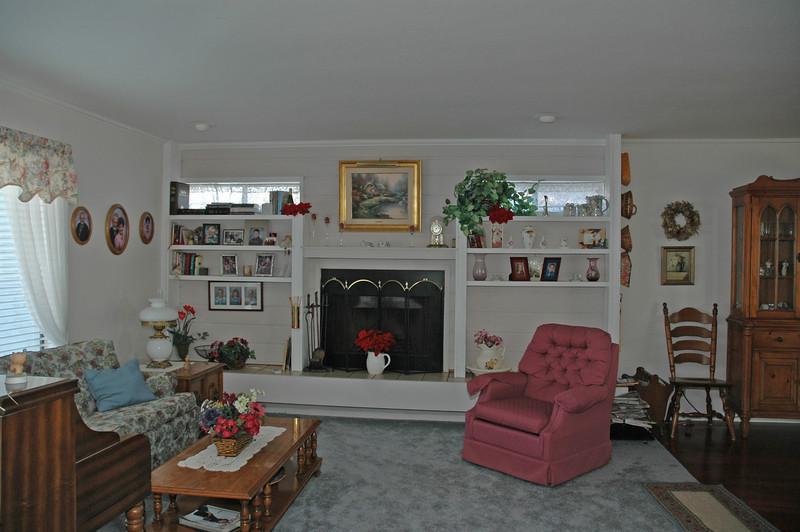 easthaven_10974 living room.jpg