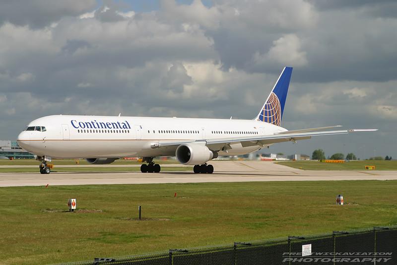 N66057. Boeing 767-424/ER. Continental. Manchester. 100503.