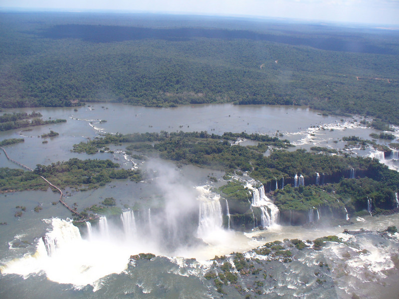 012 Iguacu Falls, 275 Falls, 3km large, Height 80 meters.jpg