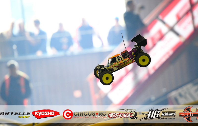 neo race track pits53.jpg