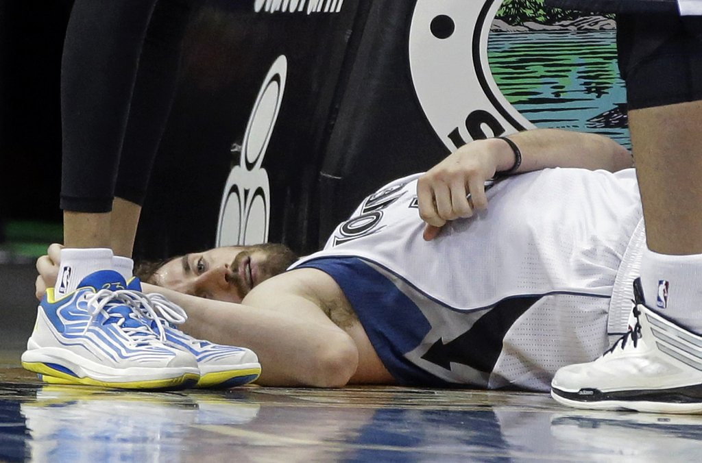 """. <p>2. MINNESOTA TIMBERWOLVES <p>So much for this season ... (unranked) <p><b><a href=\'http://www.twincities.com/timberwolves/ci_25095399/minnesota-timberwolves-kevin-martin-fractures-thumb-out-indefinitely\' target=\""""_blank\""""> HUH?</a></b> <p>    (AP Photo/Jim Mone)"""