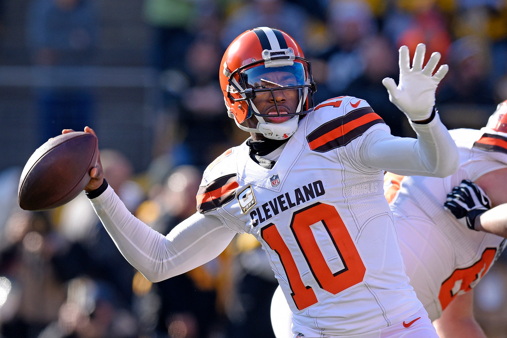 . Cleveland Browns quarterback Robert Griffin III (10) throws a pass during the first half of an NFL football game against the Pittsburgh Steelers in Pittsburgh, Sunday, Jan. 1, 2017. (AP Photo/Don Wright)