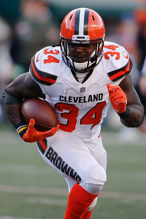 . Cleveland Browns running back Isaiah Crowell runs the ball in the second half of an NFL football game against the Cincinnati Bengals, Sunday, Nov. 26, 2017, in Cincinnati. (AP Photo/Gary Landers)
