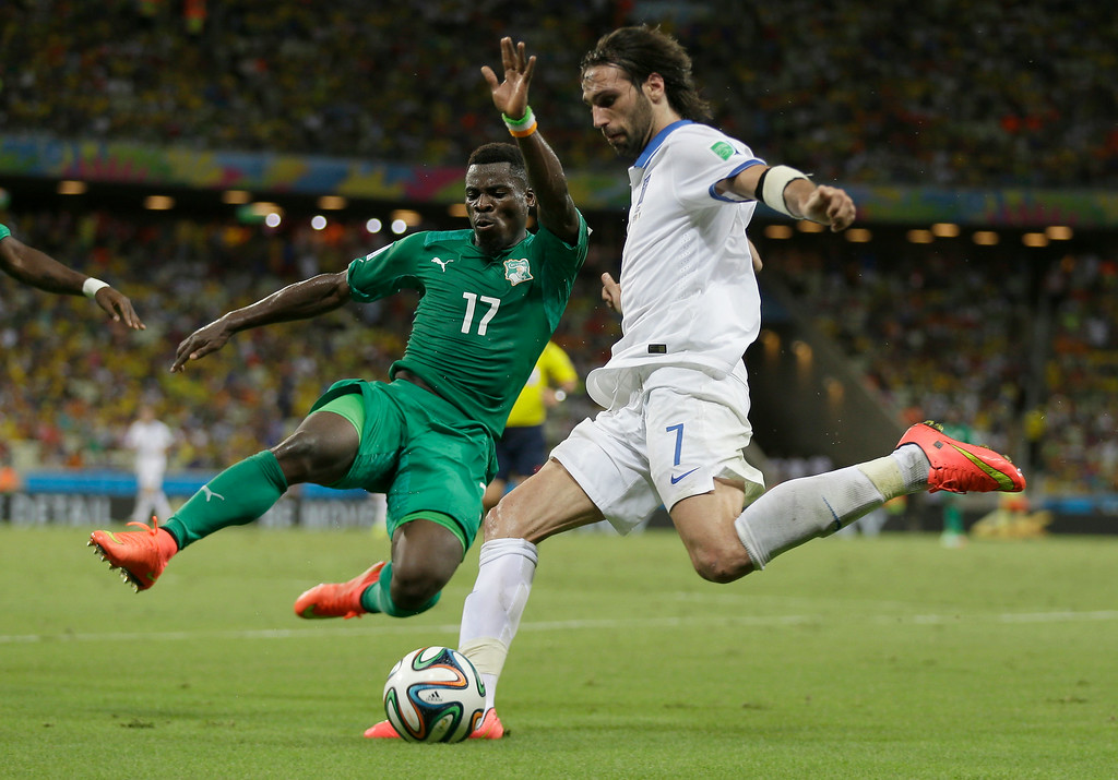 . Ivory Coast\'s Serge Aurier, left, blocks a shot by Greece\'s Giorgos Samaras during the group C World Cup soccer match between Greece and Ivory Coast at the Arena Castelao in Fortaleza, Brazil, Tuesday, June 24, 2014. (AP Photo/Natacha Pisarenko)