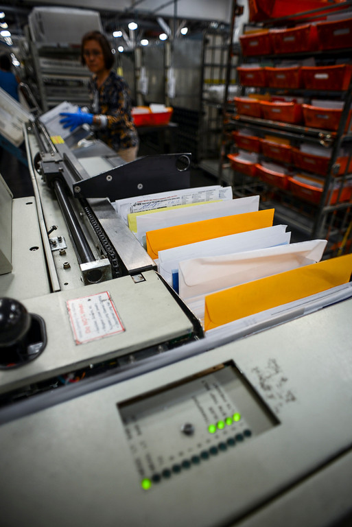 . Mail zips though a sorting machine at the USPS Santa Clarita Processing & Distribution Plant.    Photo by David Crane/Los Angeles Daily News