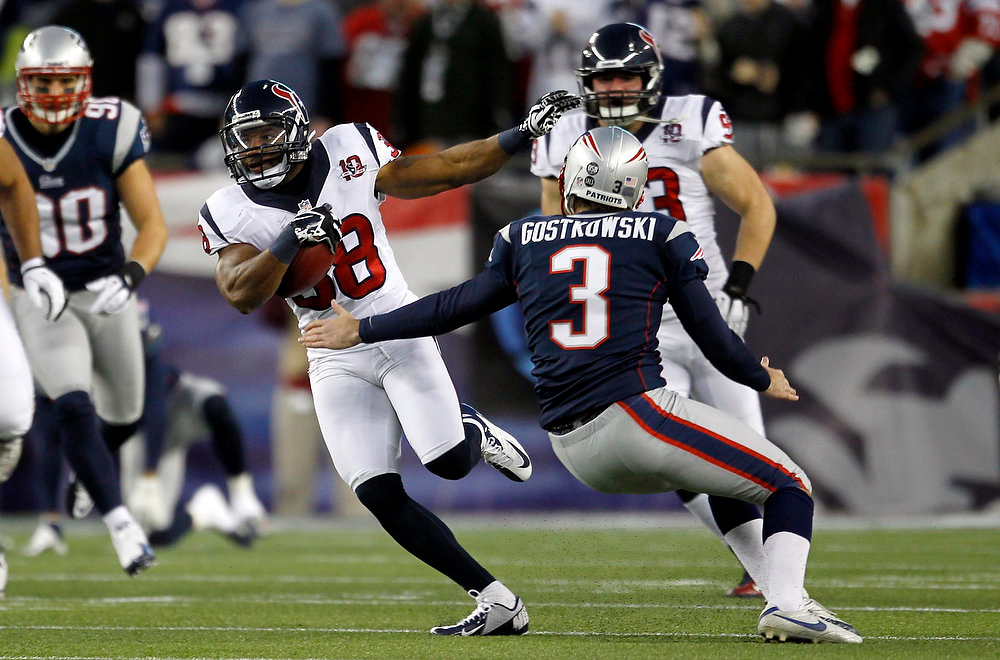 Description of . Houston Texans\' Garrett Graham (88) runs back the opening kick-off past New England patriots kicker Stephen Gostkowski (3) for 94 yards in their NFL AFC Divisional playoff football game in Foxborough, Massachusetts January 13, 2013. REUTERS/Jessica Rinaldi