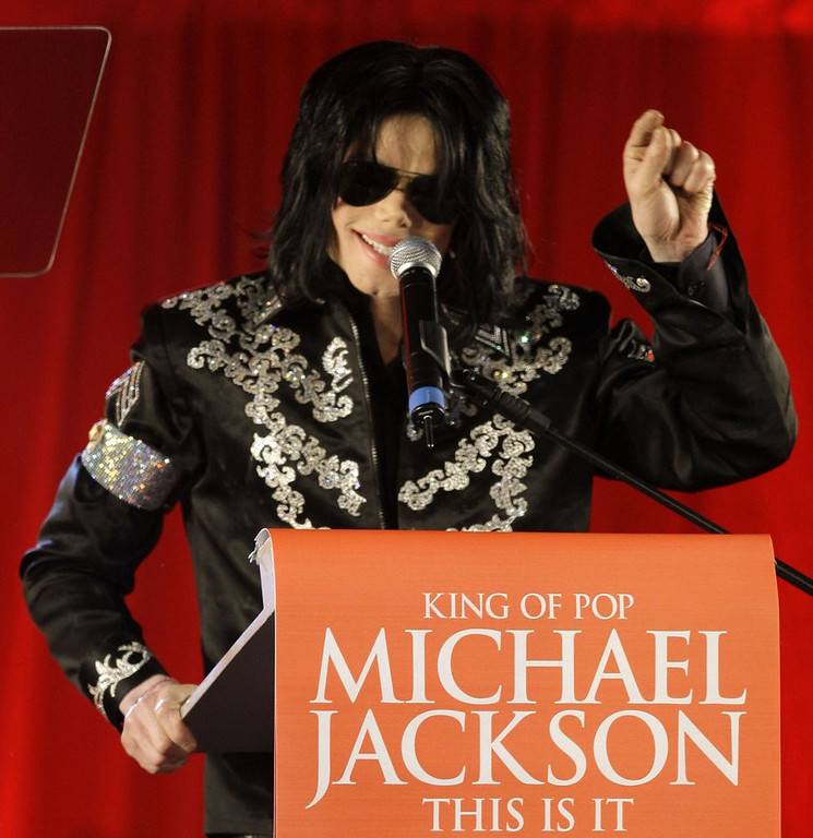 ". <p>10. (tie) MICHAEL JACKSON  <p>Used propofol to sleep for about 15 years? Guess that IS it. (unranked) <p><b><a href=\'http://www.latimes.com/local/lanow/la-me-ln-debbie-rowe-michael-jackson-propofol-20130815,0,6454650.story\' target=""_blank\""> HUH?</a></b> <p>    (AP Photo/Joel Ryan, file)"