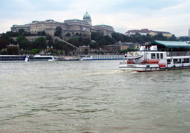05-Hungarian National Gallery from the tour boat