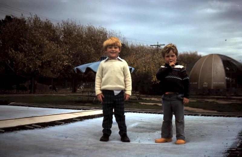 1975-4 (1) Allen 3yrs with Richard Spooner.JPG