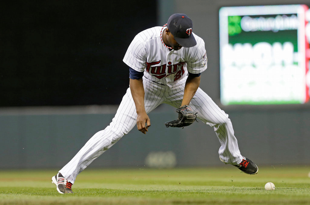 . Minnesota Twins pitcher Samuel Deduno can\'t get a handle on a short hopper as Cleveland Indians\' Ryan Raburn reached on Deduno\'s error in the fourth inning. (AP Photo/Jim Mone)