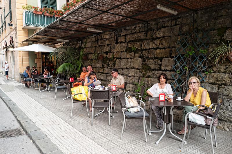 Camogli Street Scene-L1010222.jpg