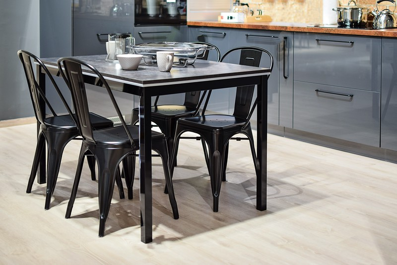 131white-ceramic-mug-on-black-dining-table-with-four-chair-set-932095.jpg
