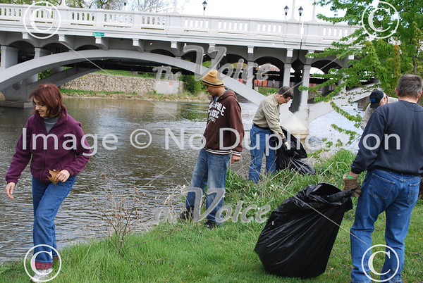 Aurora Kiwanis Fox River clean up at Hurd's Island in Aurora, IL 4-21-12