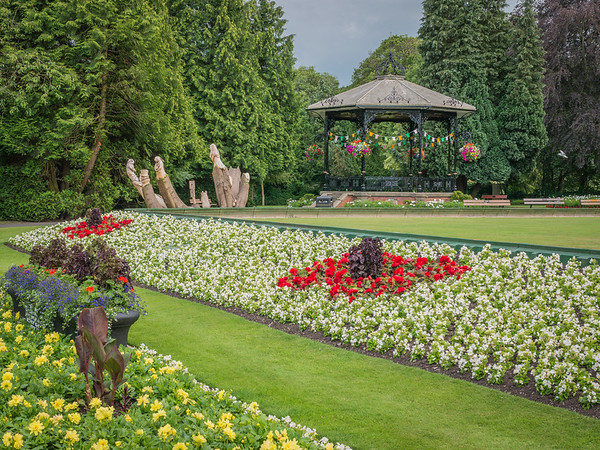 Spa Gardens and Alice-3.jpg