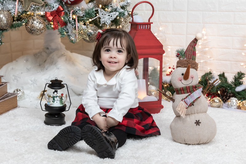 12.21.19 - Fernanda's Christmas Photo Session 2019 - -30.jpg