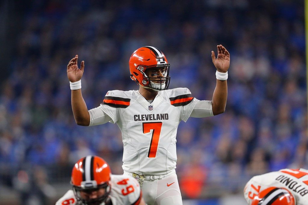 . Cleveland Browns quarterback DeShone Kizer (7) signals during the first half of an NFL football game against the Detroit Lions, Sunday, Nov. 12, 2017, in Detroit. (AP Photo/Paul Sancya)