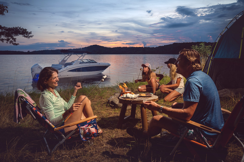 2021-SDX-270-Outboard-SDO270-lifestyle-starboard-family-camping-accent-lighting-twilight-01087-select.jpg
