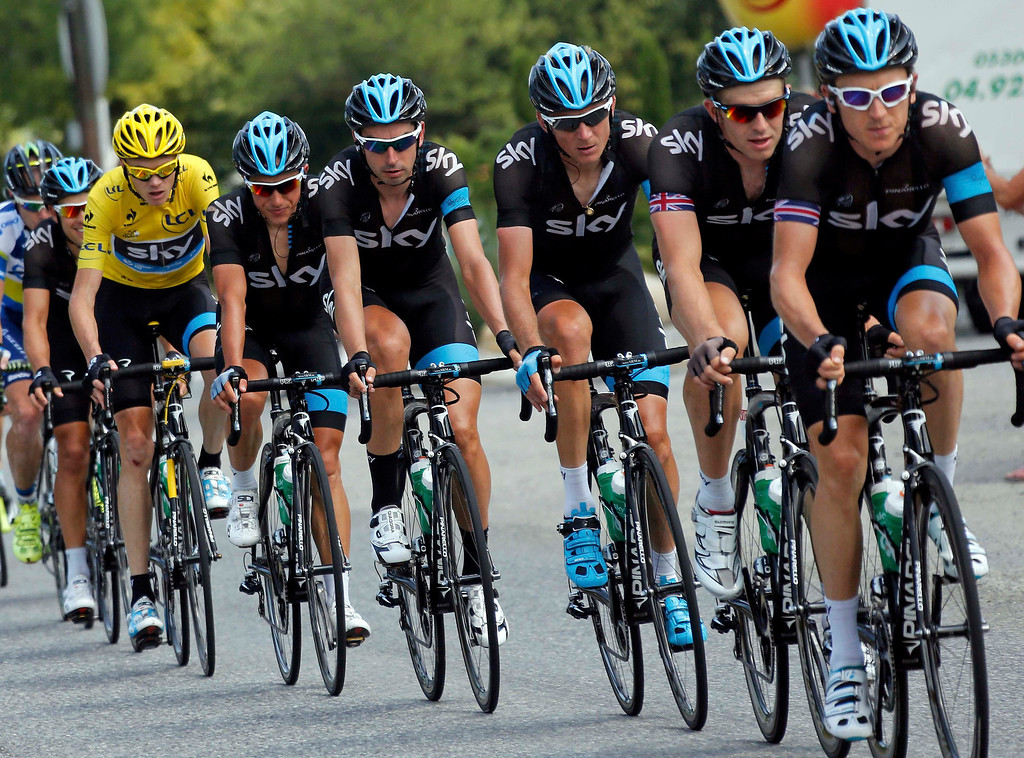 . Race leader\'s yellow jersey holder Team Sky rider Christopher Froome of Britain cycles with team mates during the 168 km sixteenth stage of the centenary Tour de France cycling race from Vaison-La-Romaine to Gap July 16, 2013.   REUTERS/Jean-Paul Pelissier