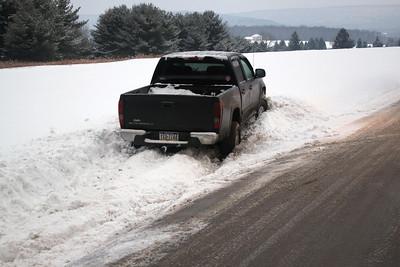 Truck Stuck in Snow, Tuscarora Park Road, Barnesville (1-30-2011)