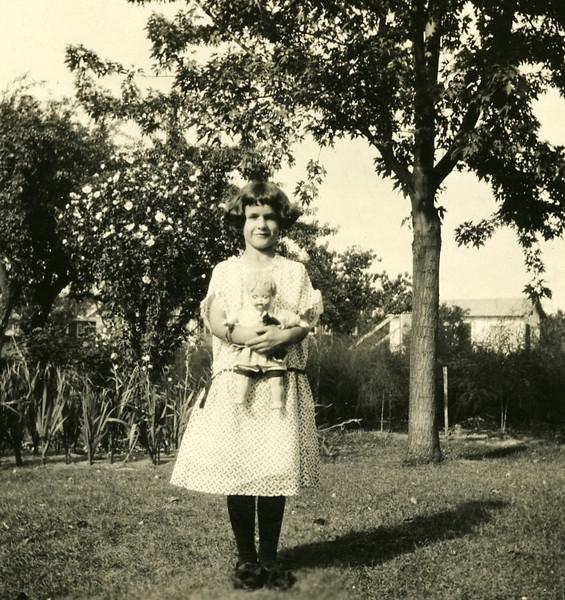 Helen Marie Thomas Sept 6, 1925106.jpg