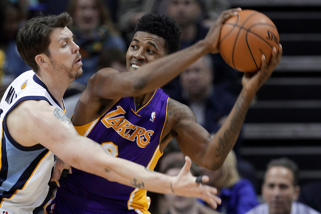 . Memphis Grizzlies\' Mike Miller, left, pressures Los Angeles Lakers\' Nick Young in the second half of an NBA basketball game in Memphis, Tenn., Tuesday, Dec. 17, 2013. The Lakers defeated the Grizzlies 96-92. (AP Photo/Danny Johnston)