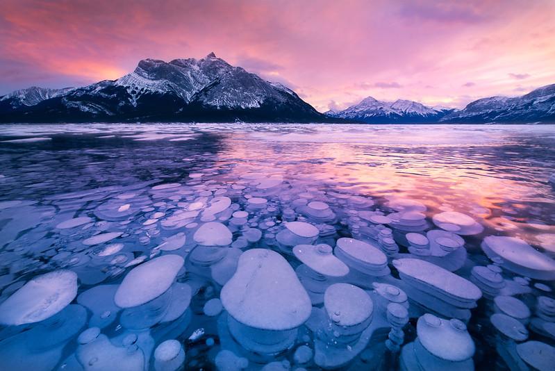 在冰湖之下 加拿大.jpg