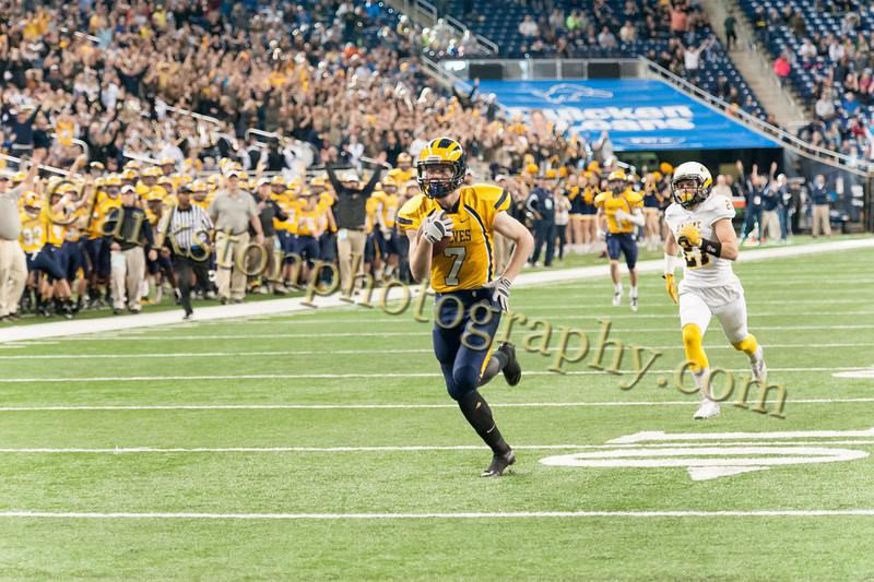2014 Clarkston Varsity Football vs. Saline 383.jpg