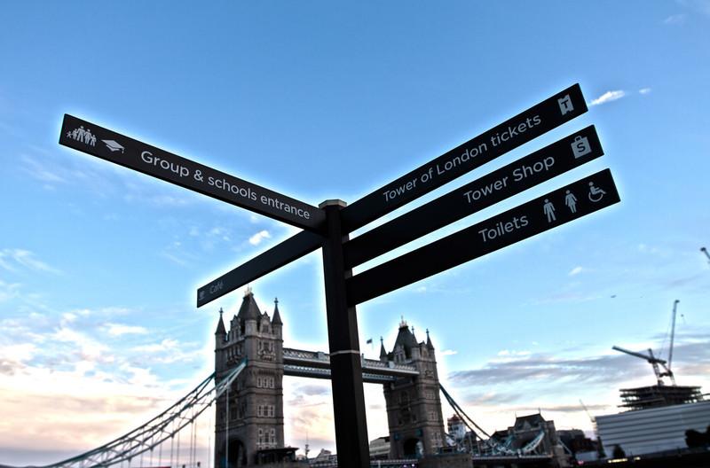 londonbridgestreetsigns.jpg