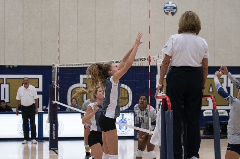 HPU Volleyball-91735.jpg