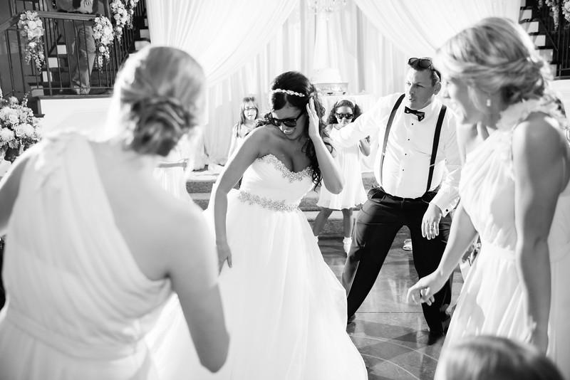 1050_Josh+Lindsey_WeddingBW.jpg