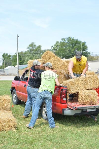 08-23-15 NEWS Straw Loading Contest