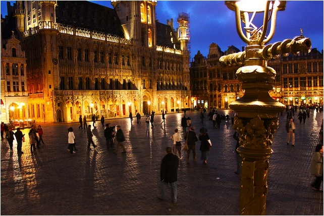 boomer-travel-grand-place-brussels
