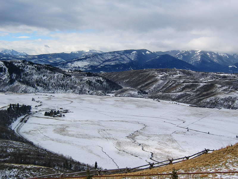 Jackson Hole from the Armangani   (Dec 11, 2006, 10:59am)