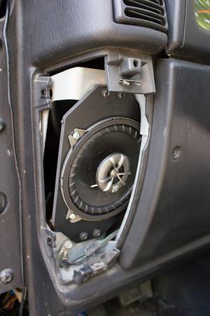 2003 Jeep Wrangler TJ Sport 4.0L Front Speaker Installation - Canada