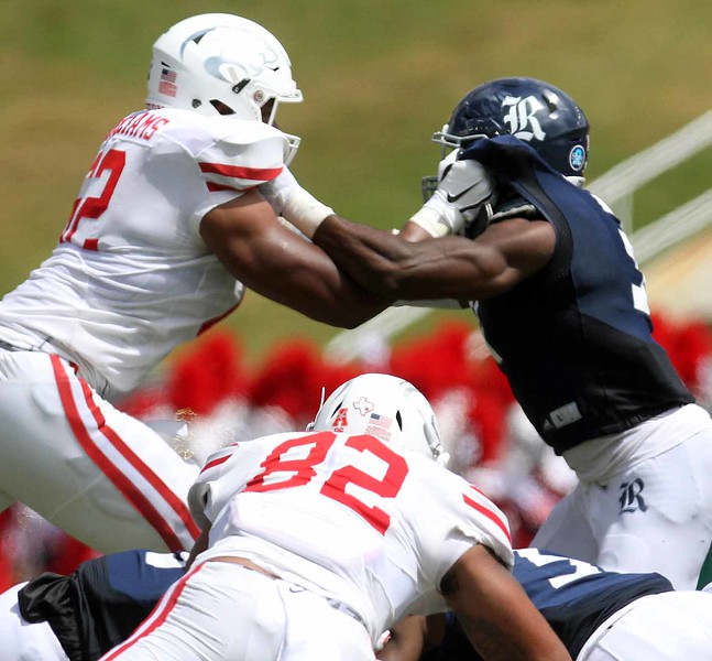 Facemask, one of many uncalled on the Coogs