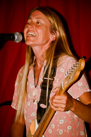 Red Lantern Open Mic @ Euphoria Loves Rawvolution Cafe 4-27-11